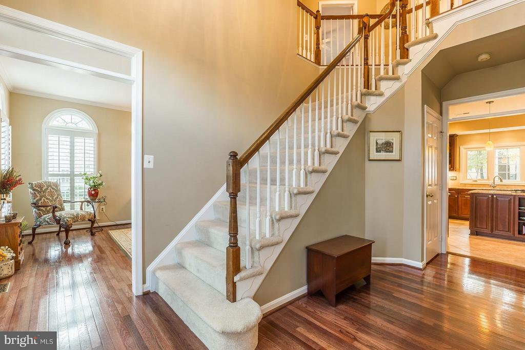 Two Story Entry Foyer with Hardwood Floors - 8709 MIDDLEFORD DR, SPRINGFIELD