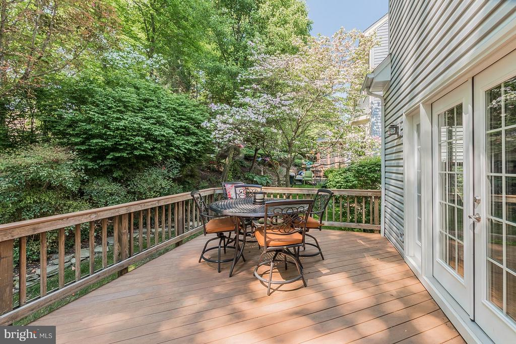 Gorgeous Composite Deck Steps down to Brick Patio - 8709 MIDDLEFORD DR, SPRINGFIELD