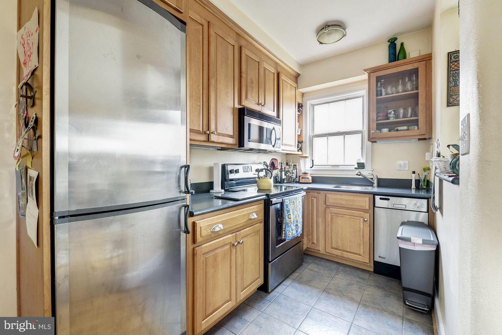 Open plan kitchen w/ pass- thru and lowered floors - 3901 CATHEDRAL AVE NW #504 (87), WASHINGTON