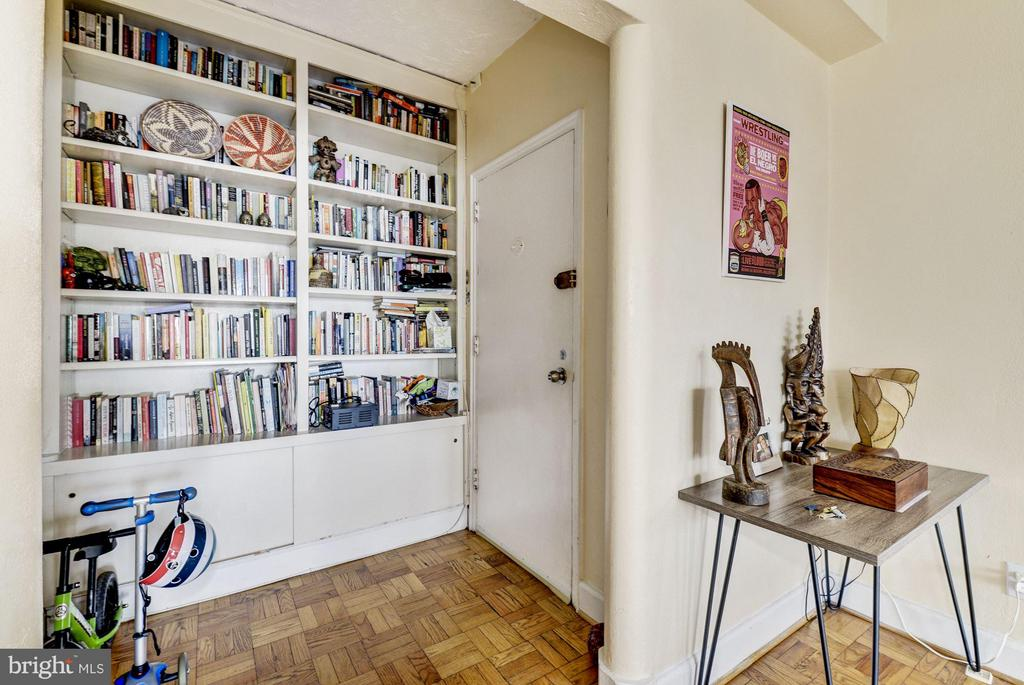 Entry foyer with built-in bookshelves - 3901 CATHEDRAL AVE NW #504 (87), WASHINGTON
