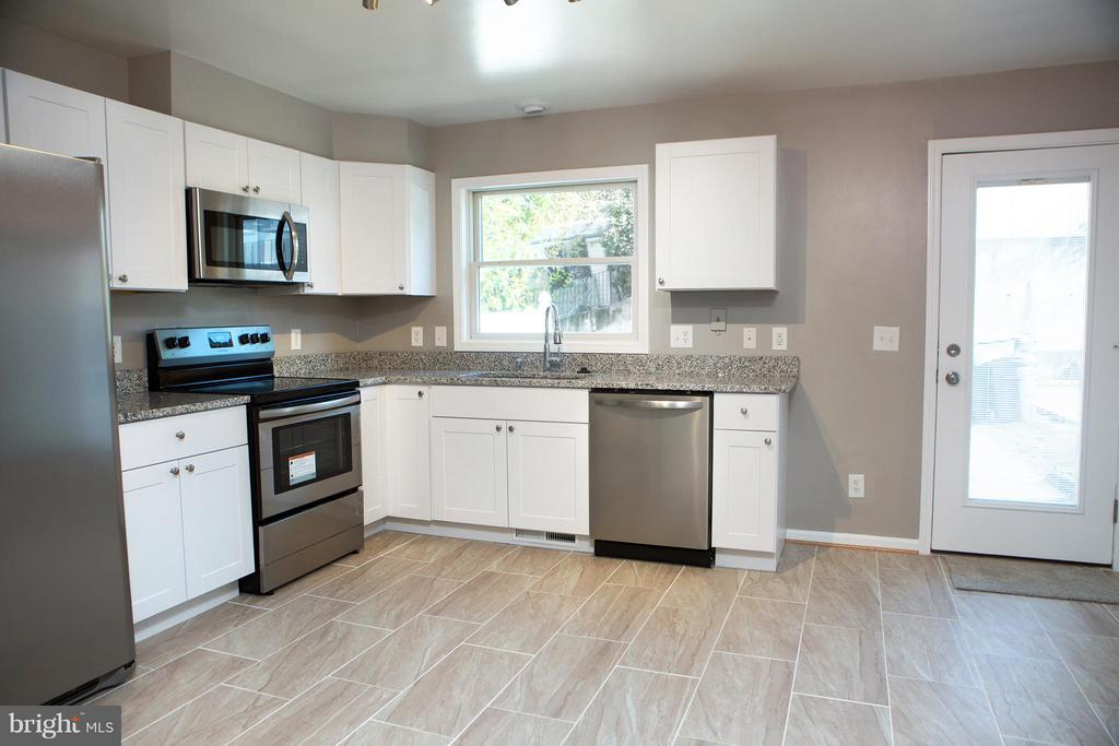 Bright, Tiled Eat-in Kitchen, with Stone Counters - 1628 27TH ST SE, WASHINGTON