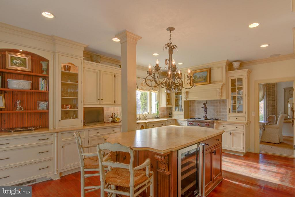 Elegant Cabinetry in Chef's Delight - 22030 WILLISVILLE RD, UPPERVILLE