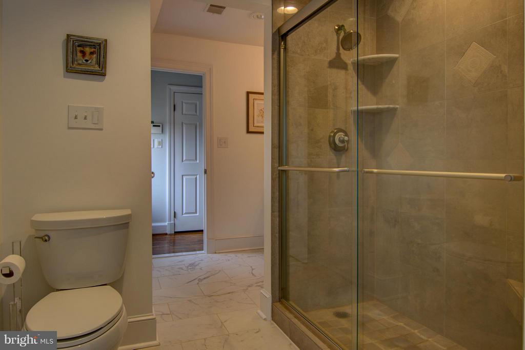 Double Shower - 22030 WILLISVILLE RD, UPPERVILLE