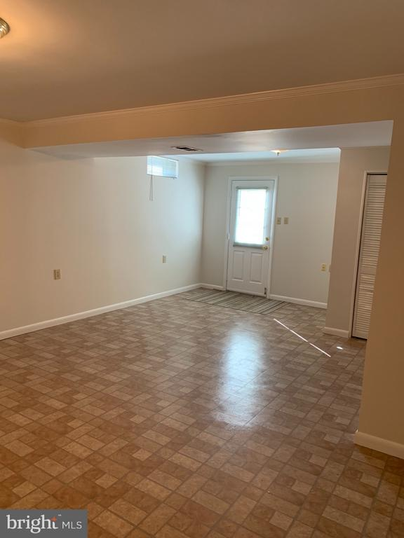 Lower Level Family Room Access to Backyard - 6152 MCLENDON CT, ALEXANDRIA
