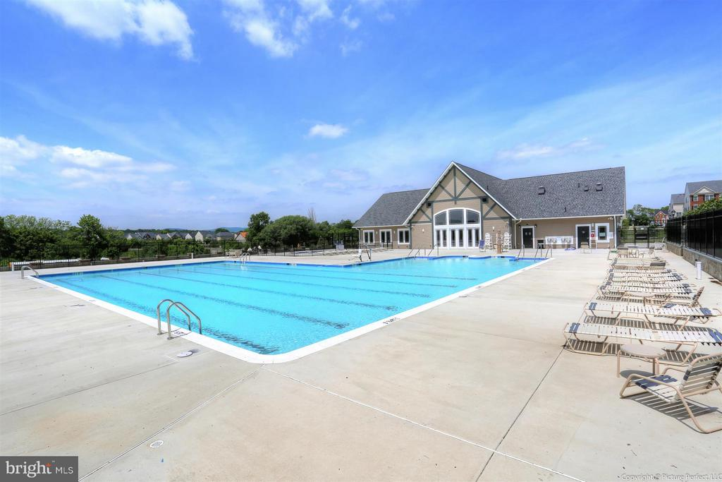 Community Pool - 6521 WALCOTT LN #104, FREDERICK