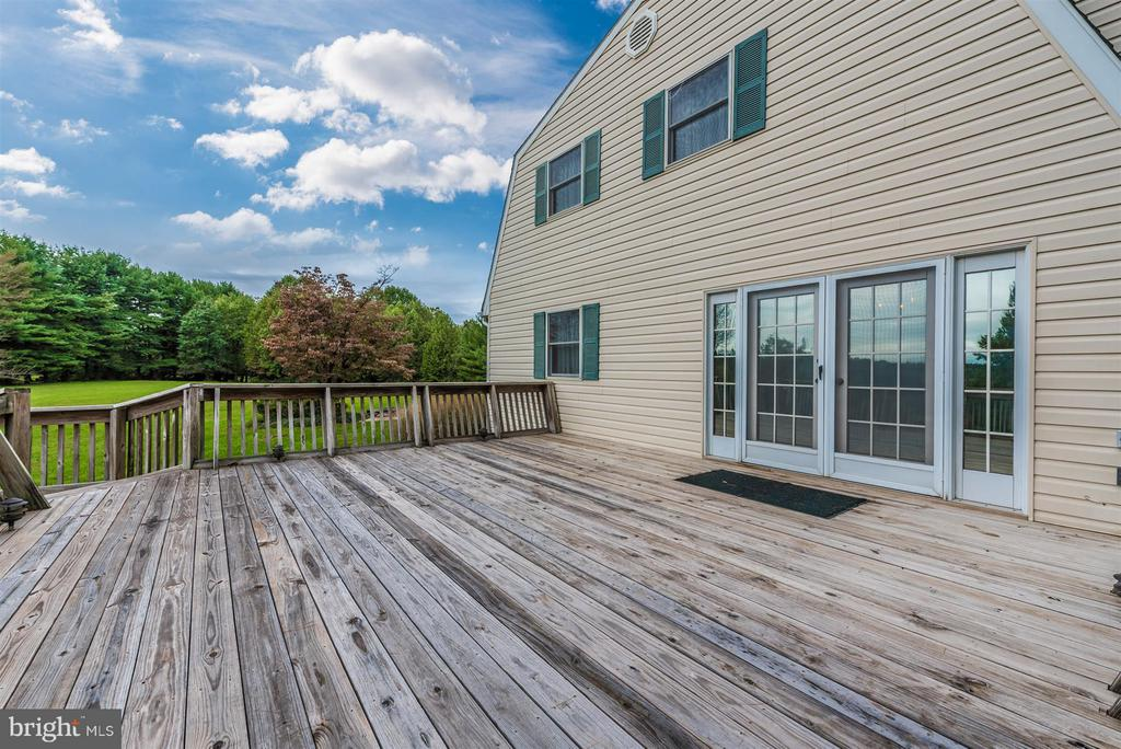 DECK LEADING OUT FROM FAMILY ROOM - 7433 OLD WASHINGTON RD, WOODBINE