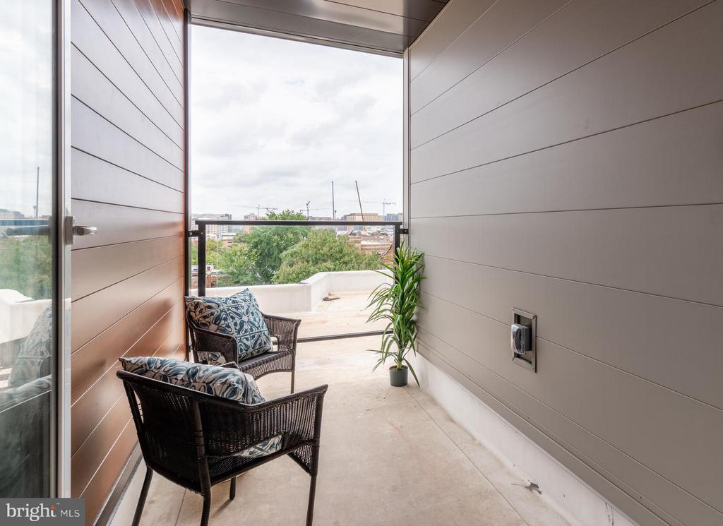 private  terrace - views of Monument and Capitol - 801 VIRGINIA AVE SE #406, WASHINGTON