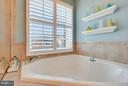 Master bath soaking tub. - 43760 SMITH FERRY SQ, LEESBURG