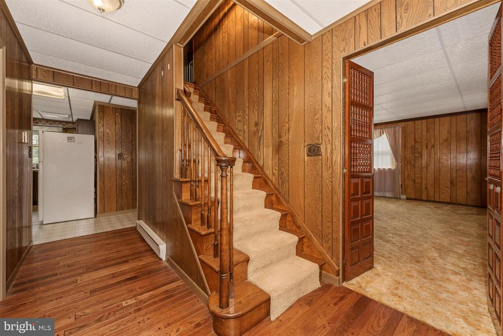BEAUTIFUL WOOD FLOORS AND STAIRS - 7433 OLD WASHINGTON RD, WOODBINE