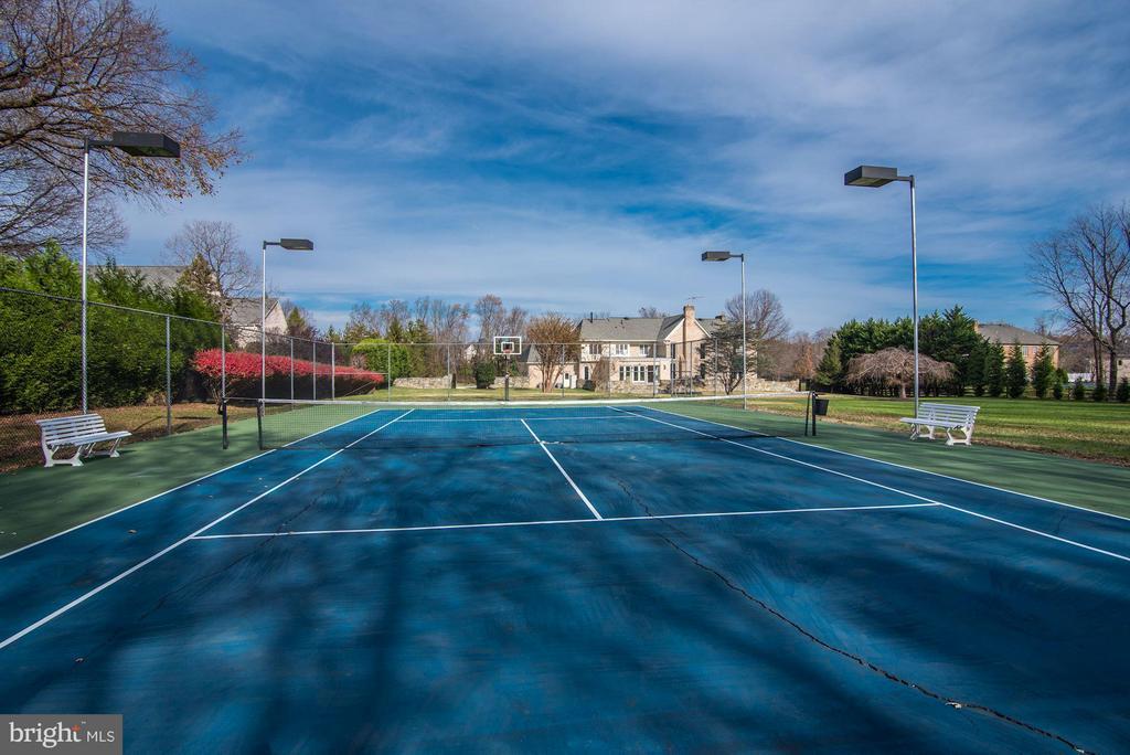 Exterior Tennis Court - 10408 BIT AND SPUR LN, POTOMAC