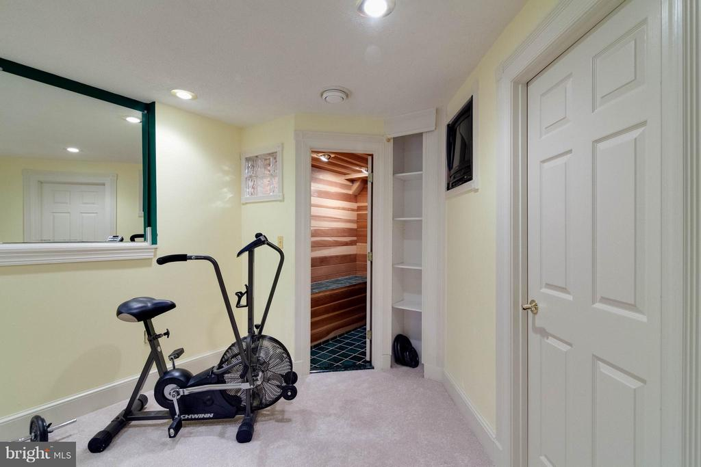Fitness Center/Gym - 43322 BUTTERFIELD CT, ASHBURN