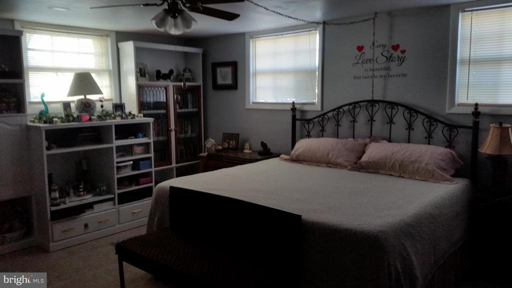 Bedroom (Master) - 225 ASH RD, STERLING