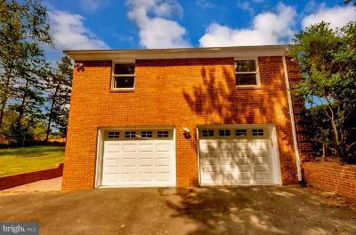 Large 2 car garage - 1 QUAIL RUN DR, STAFFORD