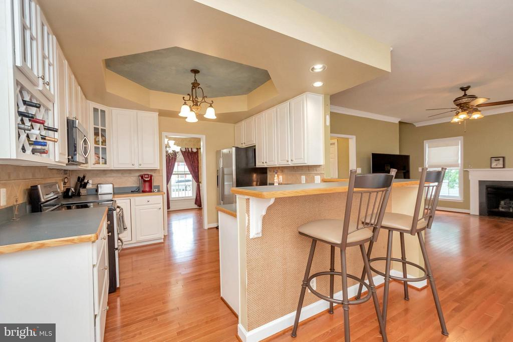 Kitchen with Breakfast Bar Area - 11904 BUTTERCUP LN, FREDERICKSBURG