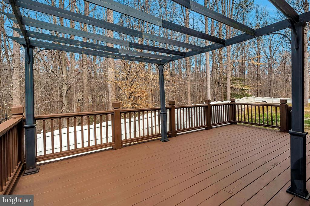 Large deck off screened porch - 7100 MONUMENT CT, SPOTSYLVANIA