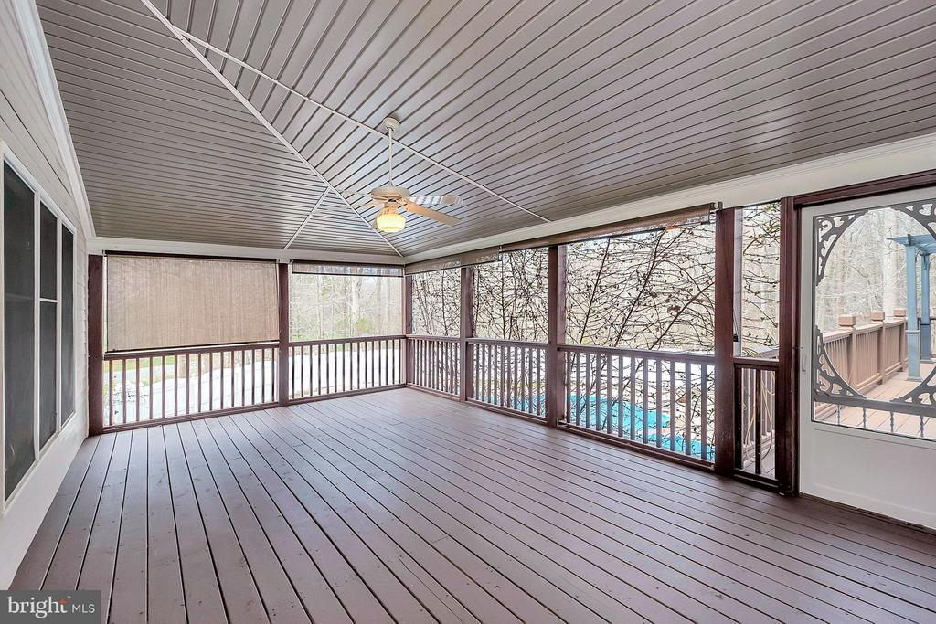 Screened in back porch - 7100 MONUMENT CT, SPOTSYLVANIA