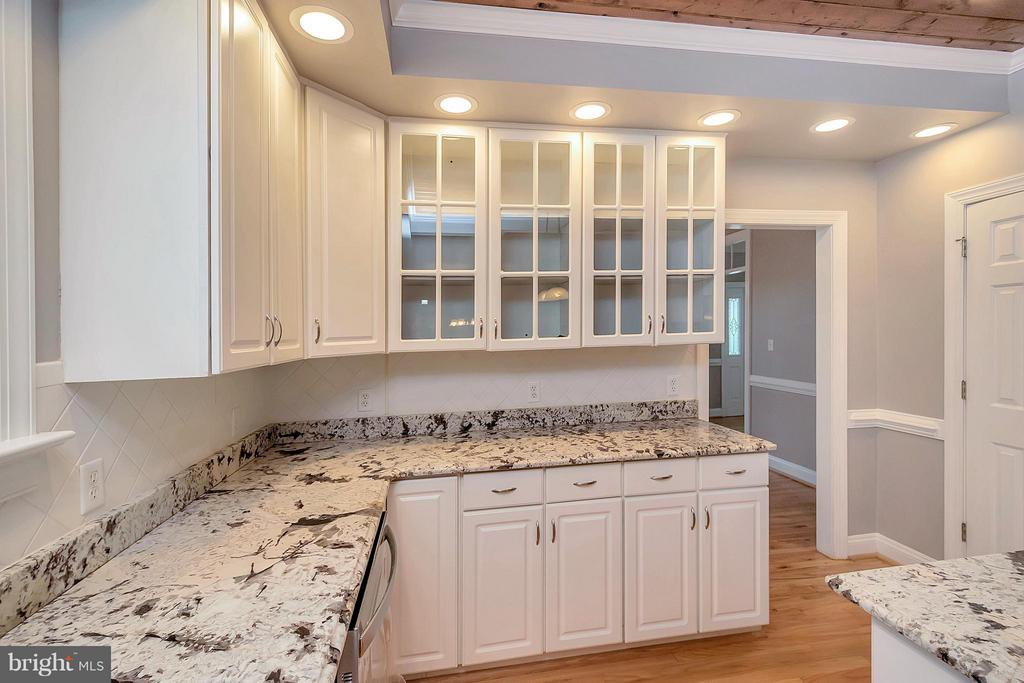 Beautiful granite and open cabinets - 7100 MONUMENT CT, SPOTSYLVANIA