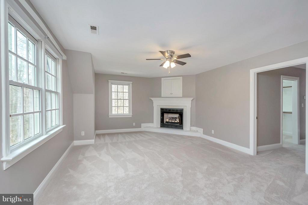 Sitting Room with Fireplace - 7100 MONUMENT CT, SPOTSYLVANIA