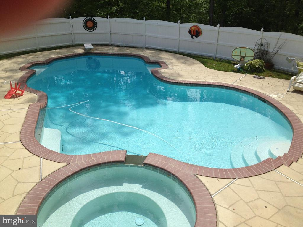 Gorgeous pool with Spa - 7100 MONUMENT CT, SPOTSYLVANIA