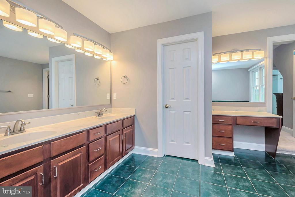 Double vanities - 7100 MONUMENT CT, SPOTSYLVANIA