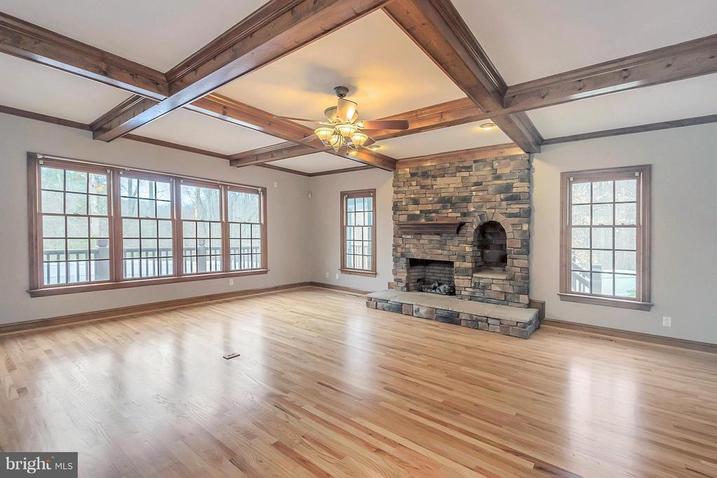 Family Room with beamed ceiling - 7100 MONUMENT CT, SPOTSYLVANIA