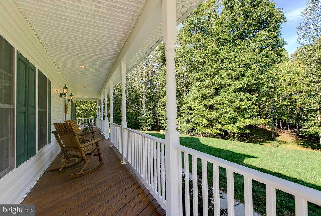 Inviting Wrap Around Porch - 121 CASCADE LN, FREDERICKSBURG