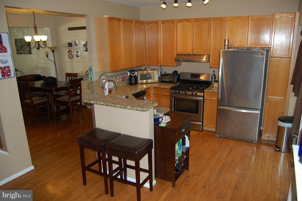 Kitchen LIKE NEW STAINLESS STEEL APPLIANCES - 4863 EBB TIDE CT, DUMFRIES