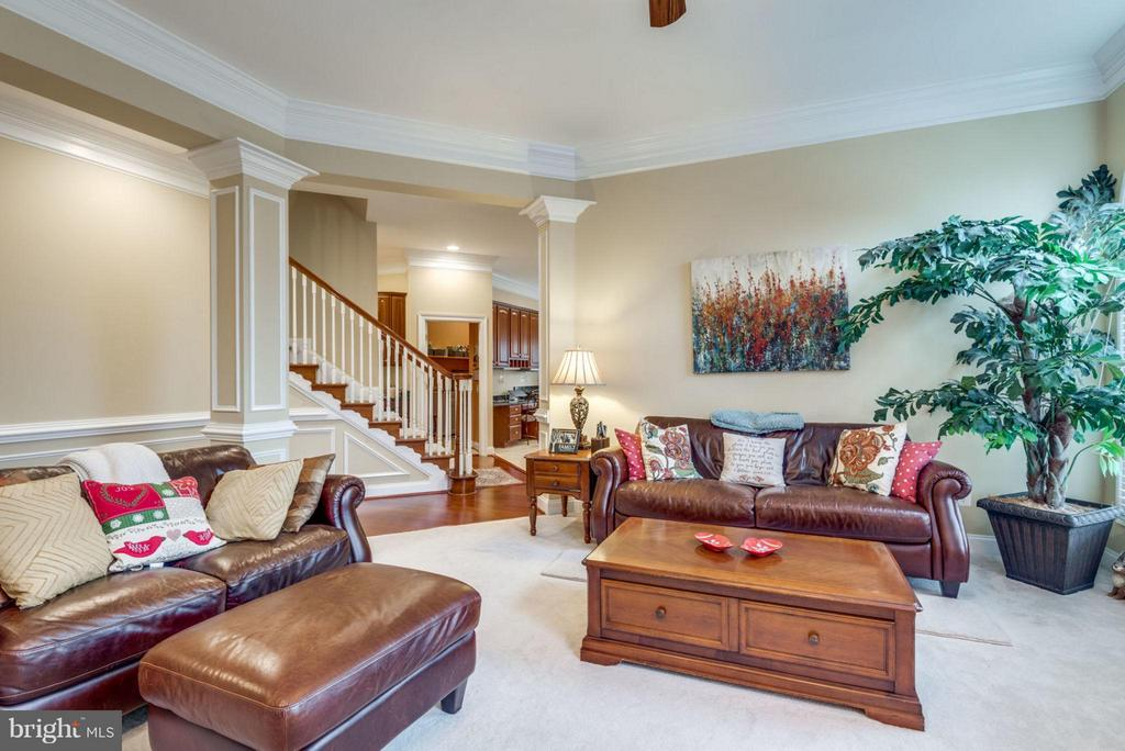 Lots of space to relax. Newly replaced carpets. - 42966 CORALBELLS PL, LEESBURG