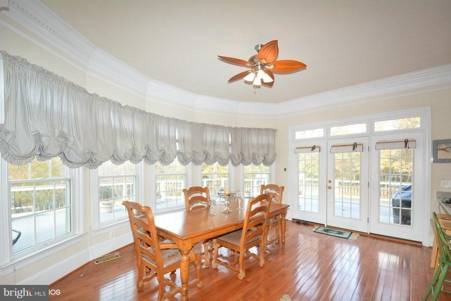 Sunny breakfast room w/french doors opens to deck - 4200 PINERIDGE DR, ANNANDALE