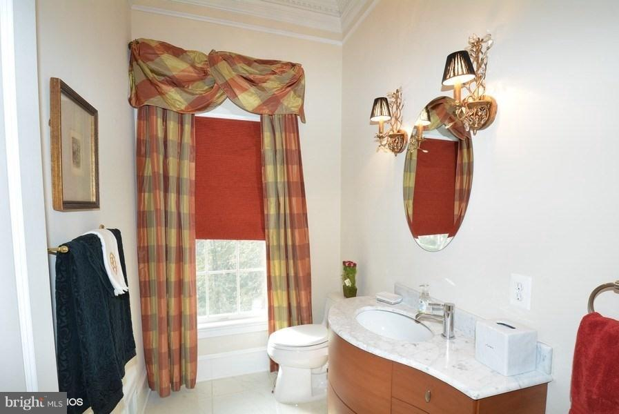 Main Lvl Half Bathroom - 4200 PINERIDGE DR, ANNANDALE