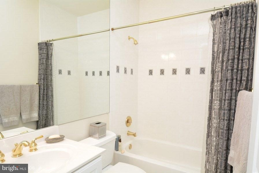 3rd Bedroom Full Bathroom - 4200 PINERIDGE DR, ANNANDALE