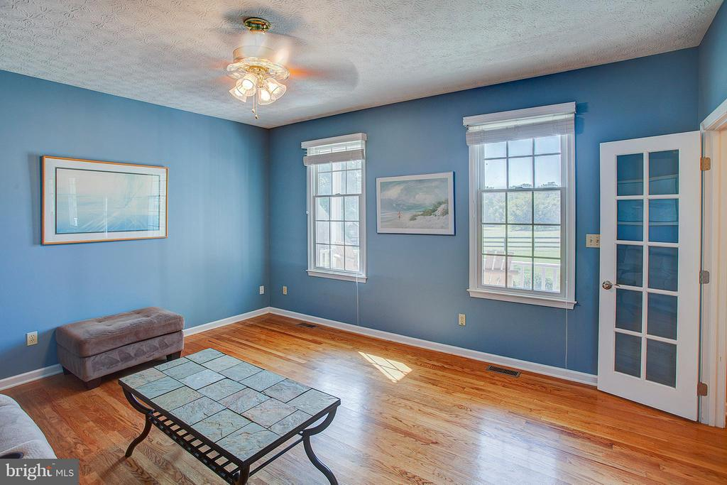 Great natural light. - 35086 HARRY BYRD HWY, ROUND HILL