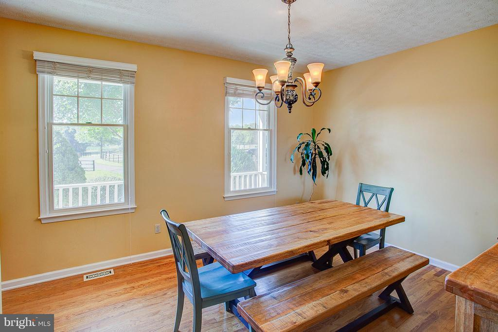 Dining room. - 35086 HARRY BYRD HWY, ROUND HILL