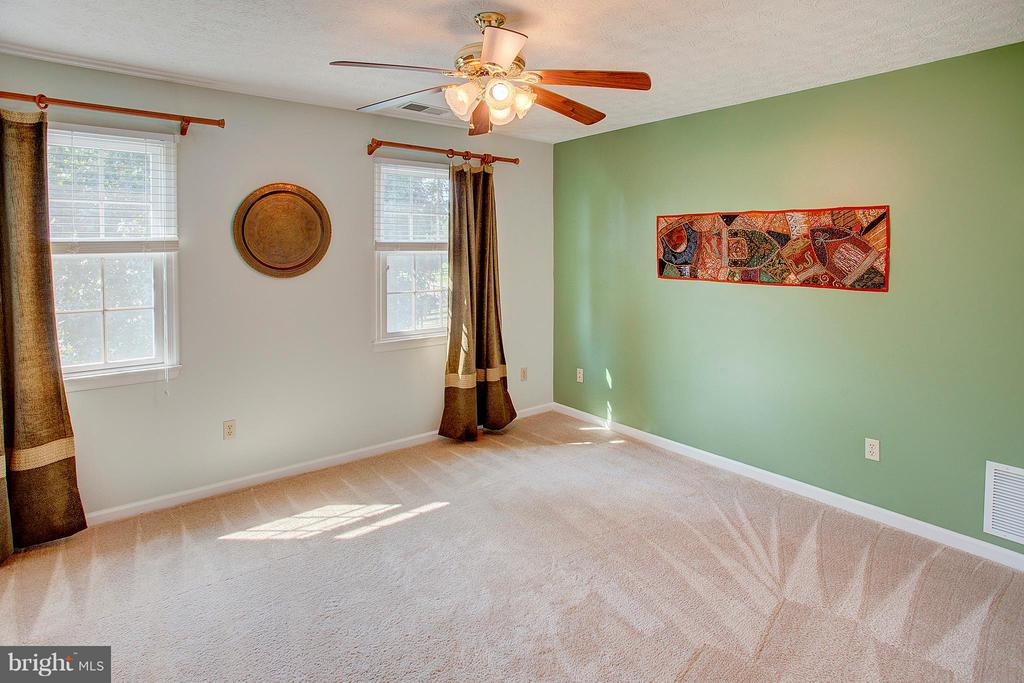 Bedroom 4 with great natural light. - 35086 HARRY BYRD HWY, ROUND HILL