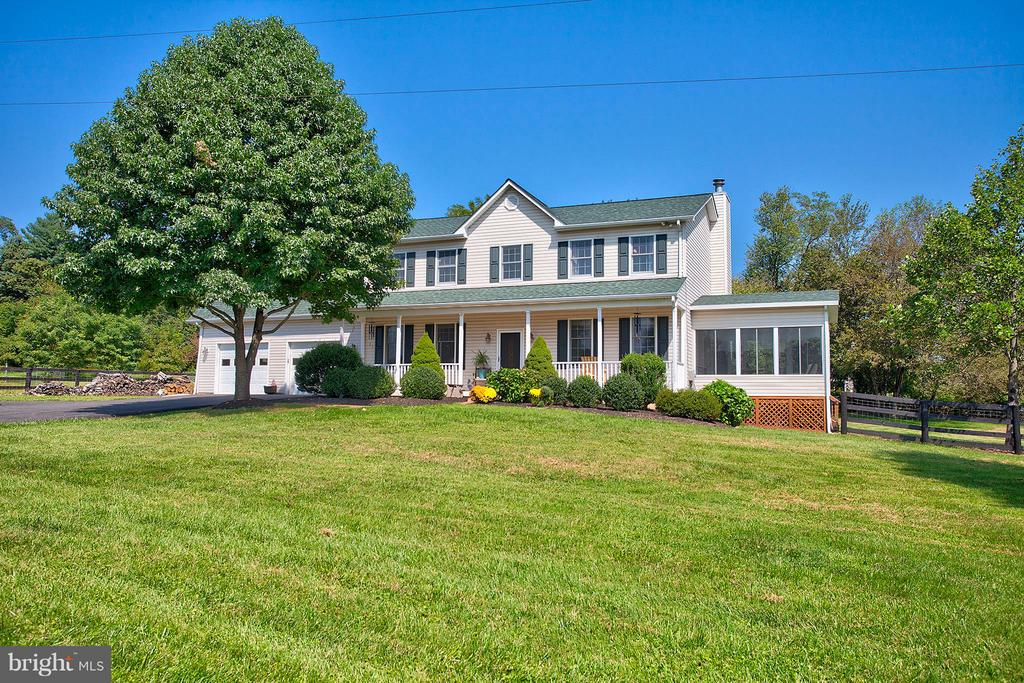 Welcome home to 35086 Harry Byrd Hwy, Round Hill. - 35086 HARRY BYRD HWY, ROUND HILL