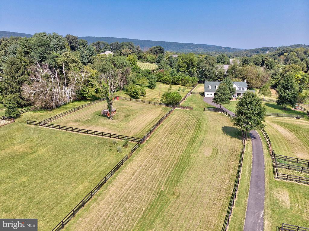 Great level pasture. - 35086 HARRY BYRD HWY, ROUND HILL