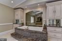 Master Bathroom Tub - 10408 BIT AND SPUR LN, POTOMAC