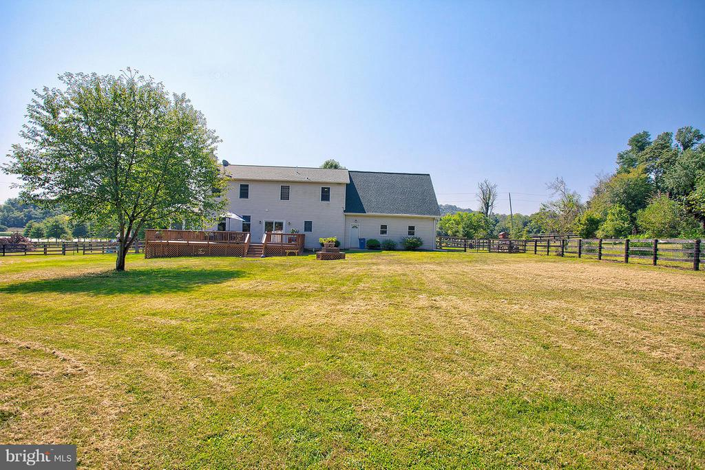 Very large fenced in back yard. - 35086 HARRY BYRD HWY, ROUND HILL