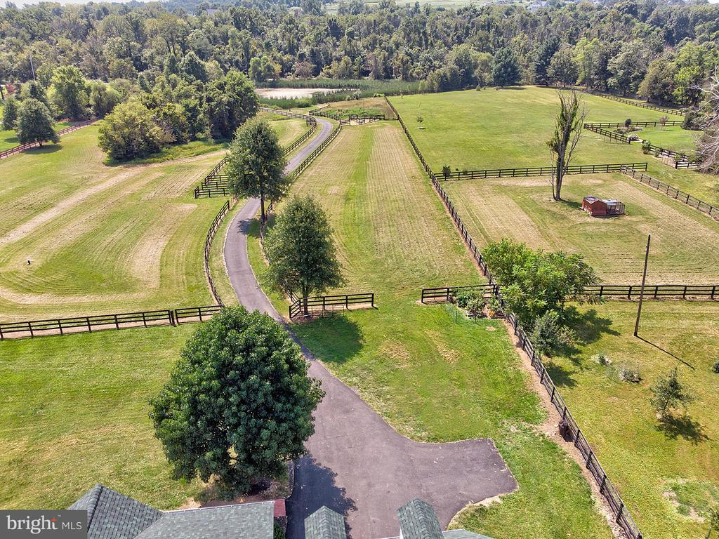 Bring your animals! - 35086 HARRY BYRD HWY, ROUND HILL