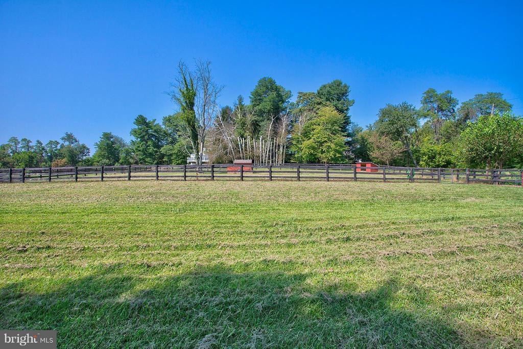 View of pasture, chicken coop and animal run in. - 35086 HARRY BYRD HWY, ROUND HILL