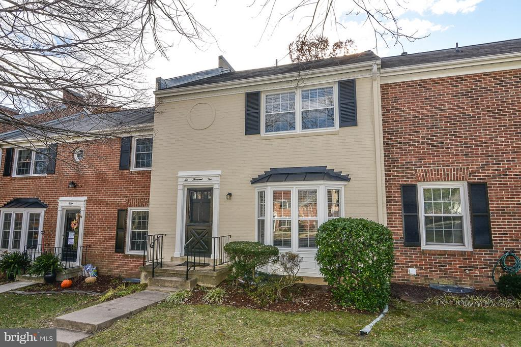One of Springfield 4 Bedroom Homes for Sale at 6002  STONEYGATE COURT