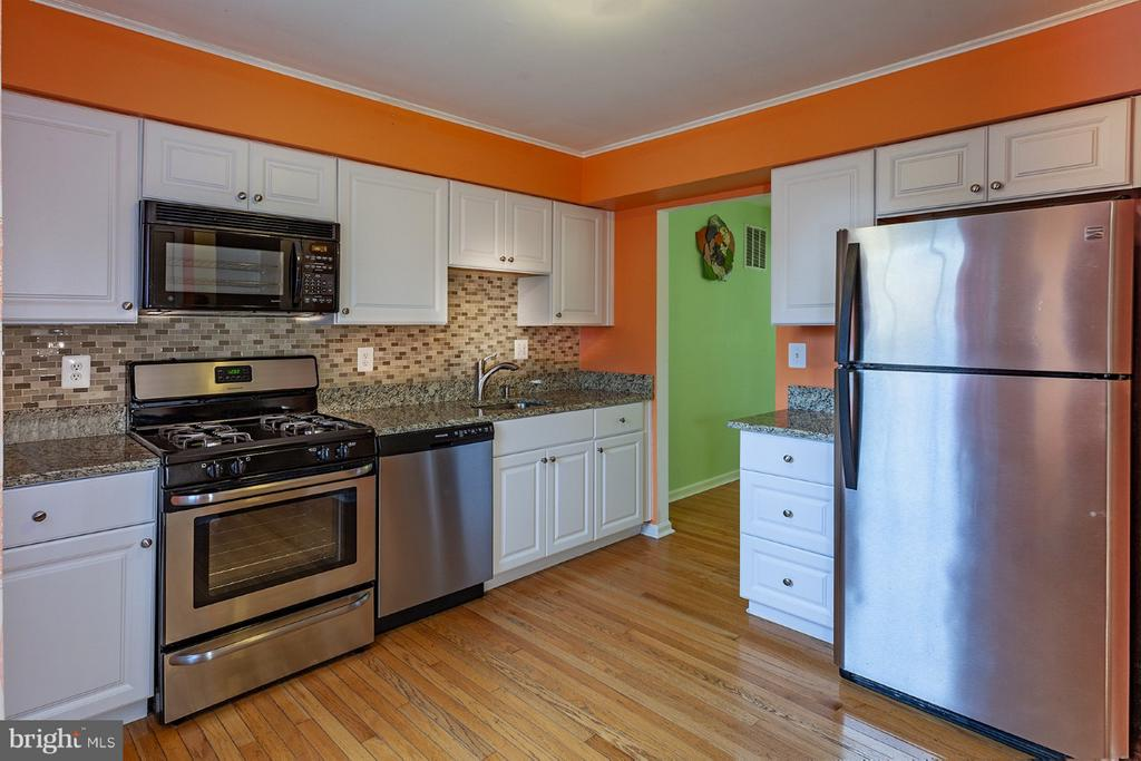 Kitchen with Stainless Steele appliances - 9440 CLOVERDALE CT, BURKE