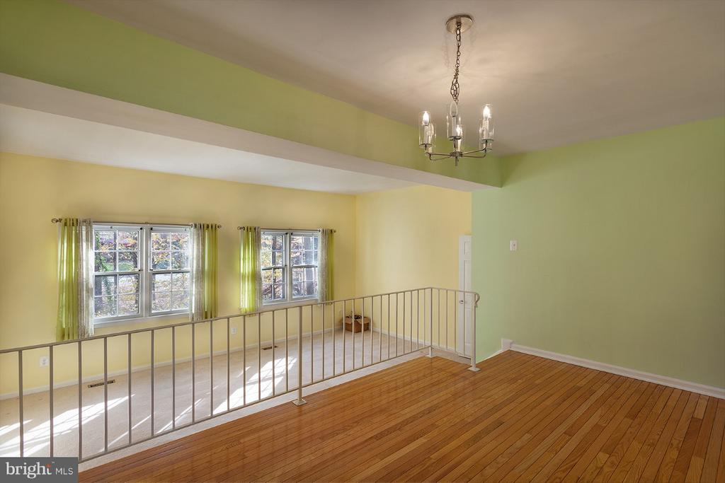 Dining room with hardwood floor - 9440 CLOVERDALE CT, BURKE