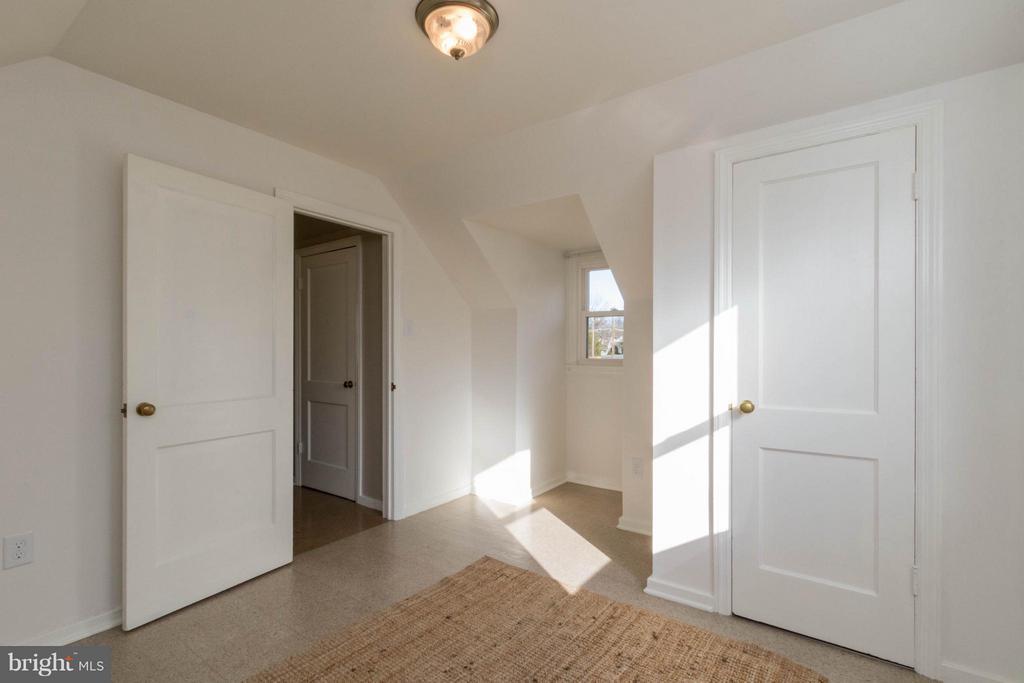 Upper level bedroom - 6800 DUKE DR, ALEXANDRIA