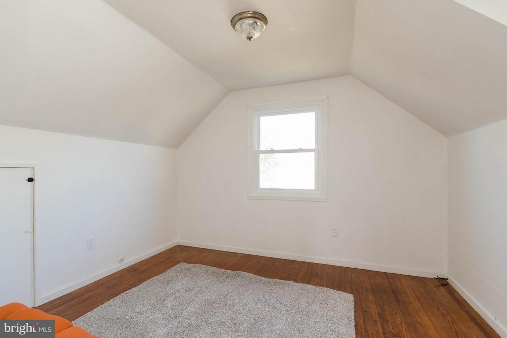 Second bedroom on upper level - 6800 DUKE DR, ALEXANDRIA