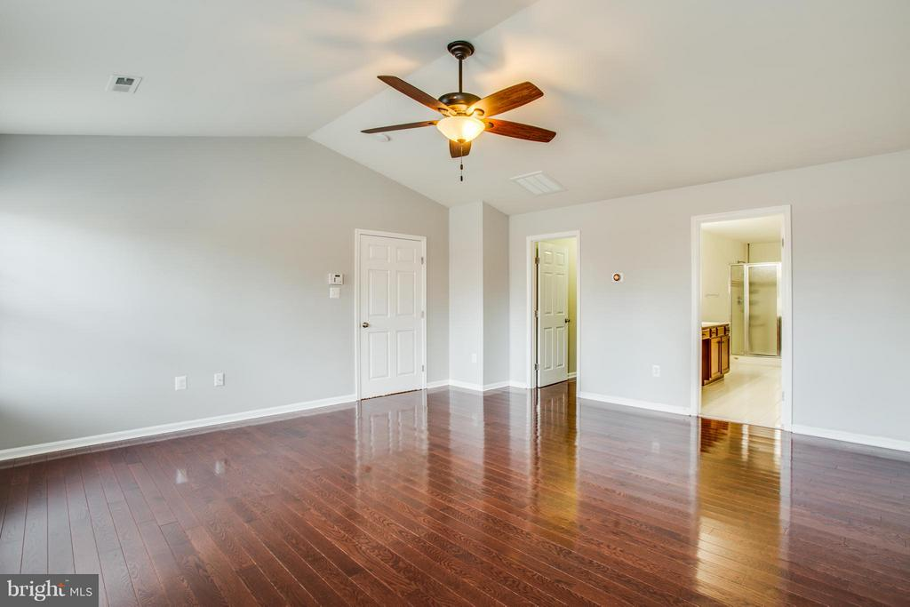 Great air flow! Vaulted ceiling and ceiling fan - 81 FOUNTAIN DR, STAFFORD