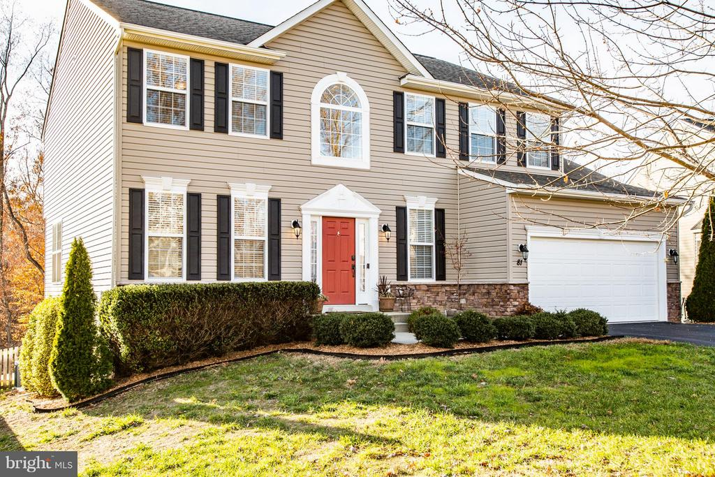 Home for the holidays! Move-in ready! - 81 FOUNTAIN DR, STAFFORD