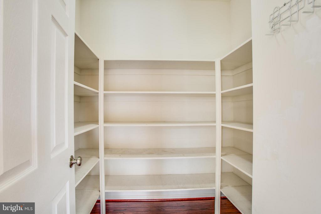 Stock up for the winter! Large walk-in pantry. - 81 FOUNTAIN DR, STAFFORD