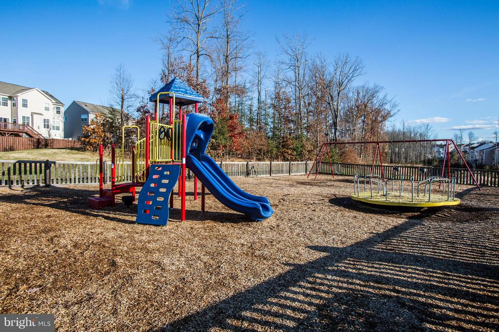 Community features tot lot and nature trails - 81 FOUNTAIN DR, STAFFORD