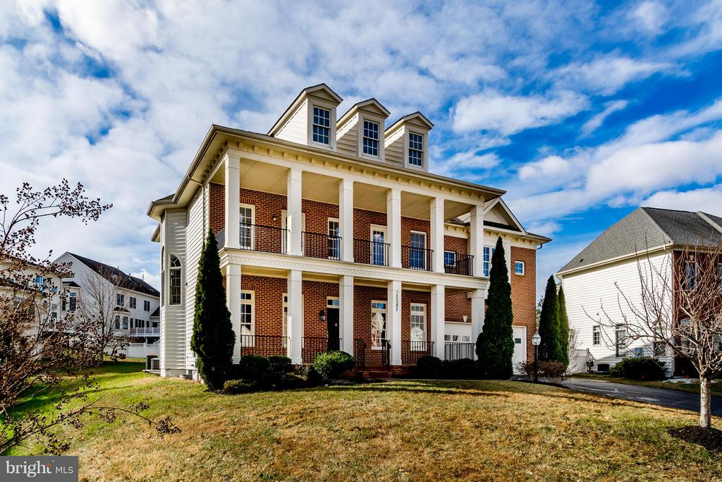 AWESOME FRONT ELEVATION WITH 2-LEVEL FRONT PORCH - 12282 TIDESWELL MILL CT, WOODBRIDGE